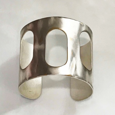 3 Oval Brushed Cutout Cuff
