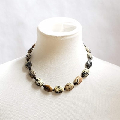 Serpentine and black bead necklace