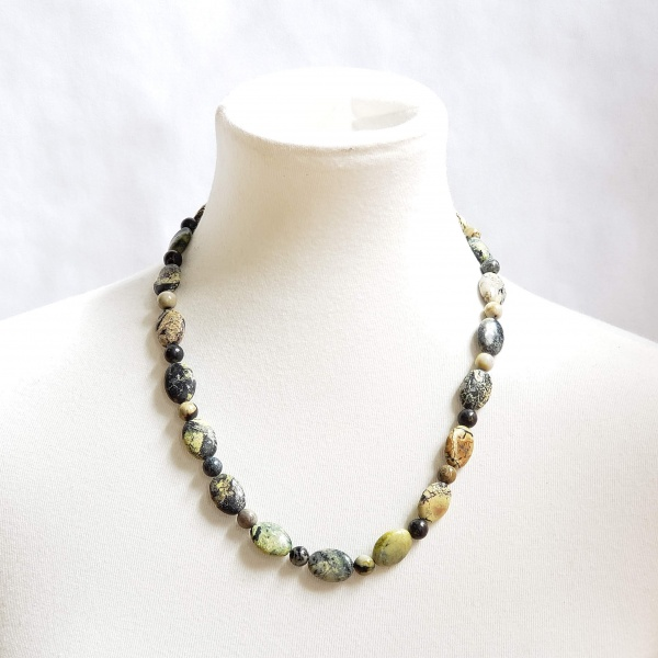 Serpentine oval and bead necklace