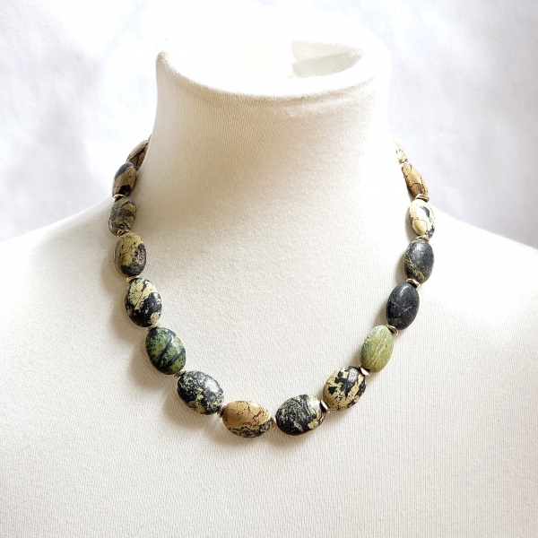 Serpentine necklace with silver spacers