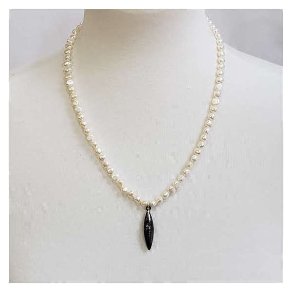 Freshwater pearls with black pod