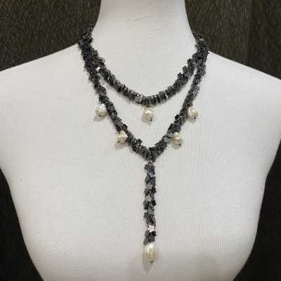Black flower and pearls necklace