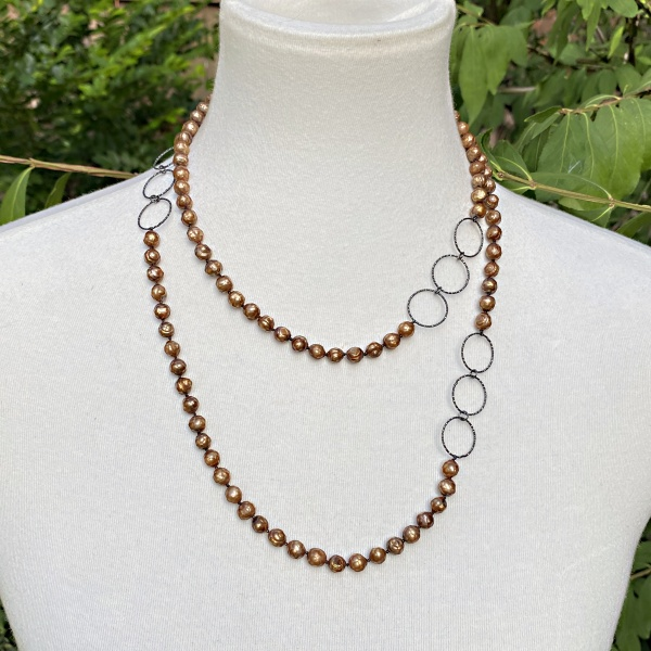 Brown faceted pearl necklace