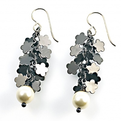 Pearl & black flower earrings