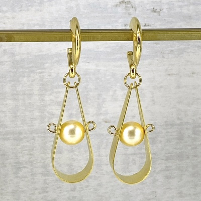 Gold & pearl earrings 2254