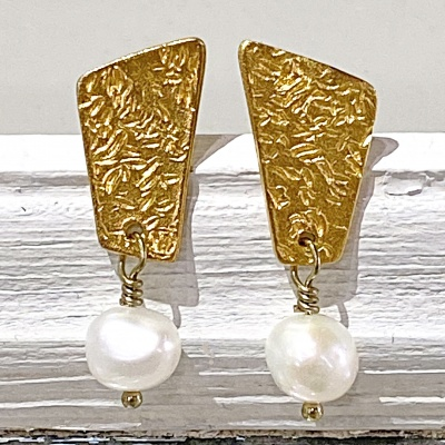 Textured gold top & white pearl earrings