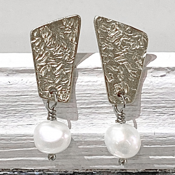 Textured silver top & white pearl earrings