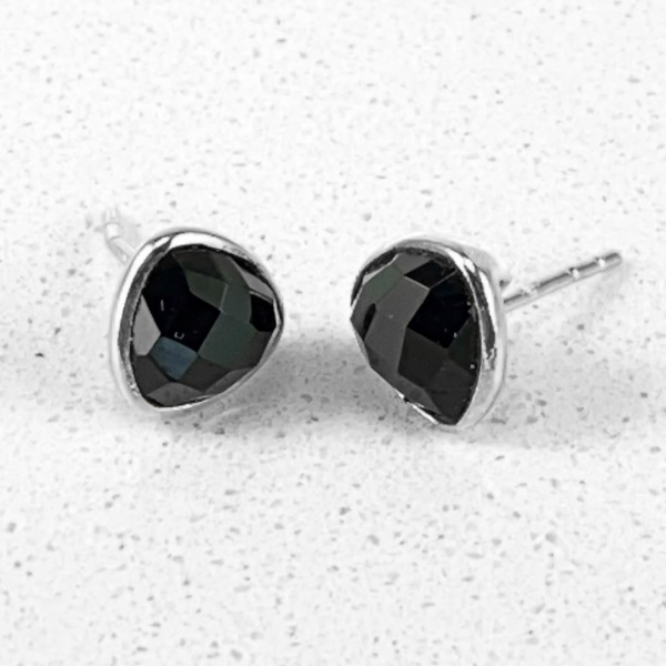 Spinel silver stud 2008