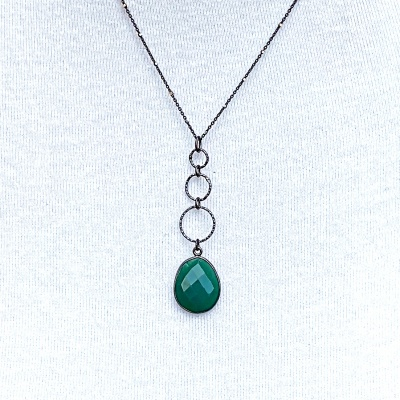 Emerald oval & 3 black rings Necklace