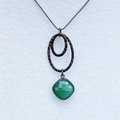 Emerald & black ovals necklace