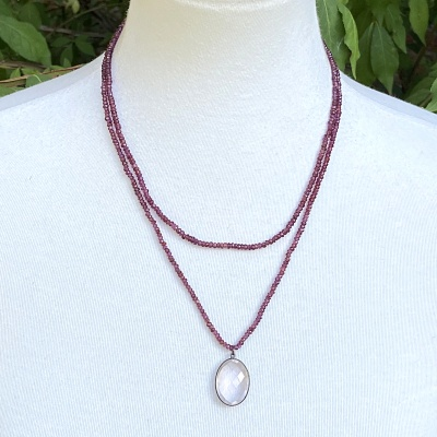 Garnet necklace 1652