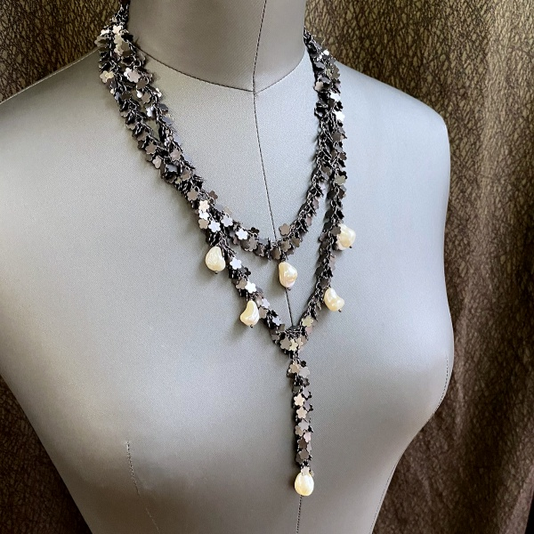Black flower & pearl necklace 5144