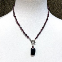 Garnet & onyx Necklace 4028