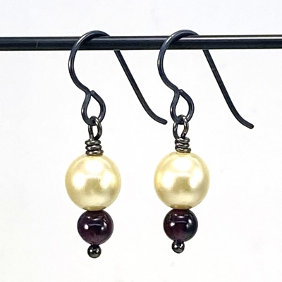 Garnet & pearl earrings 5255